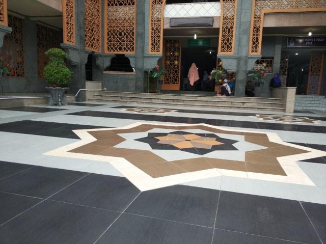 ide granit masjid